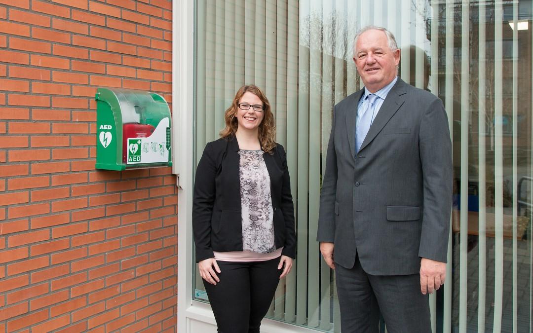 AED in buitenkast bij de Lijster Administraties & Belastingen aan het Bagijnhof 3 te 's-Gravenzande